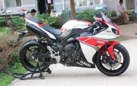 2011款雅馬哈YZF-R1 紅白爽花,黑色座椅