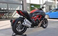 2012款杜卡迪红碳纤维版大鬼到货红黑色