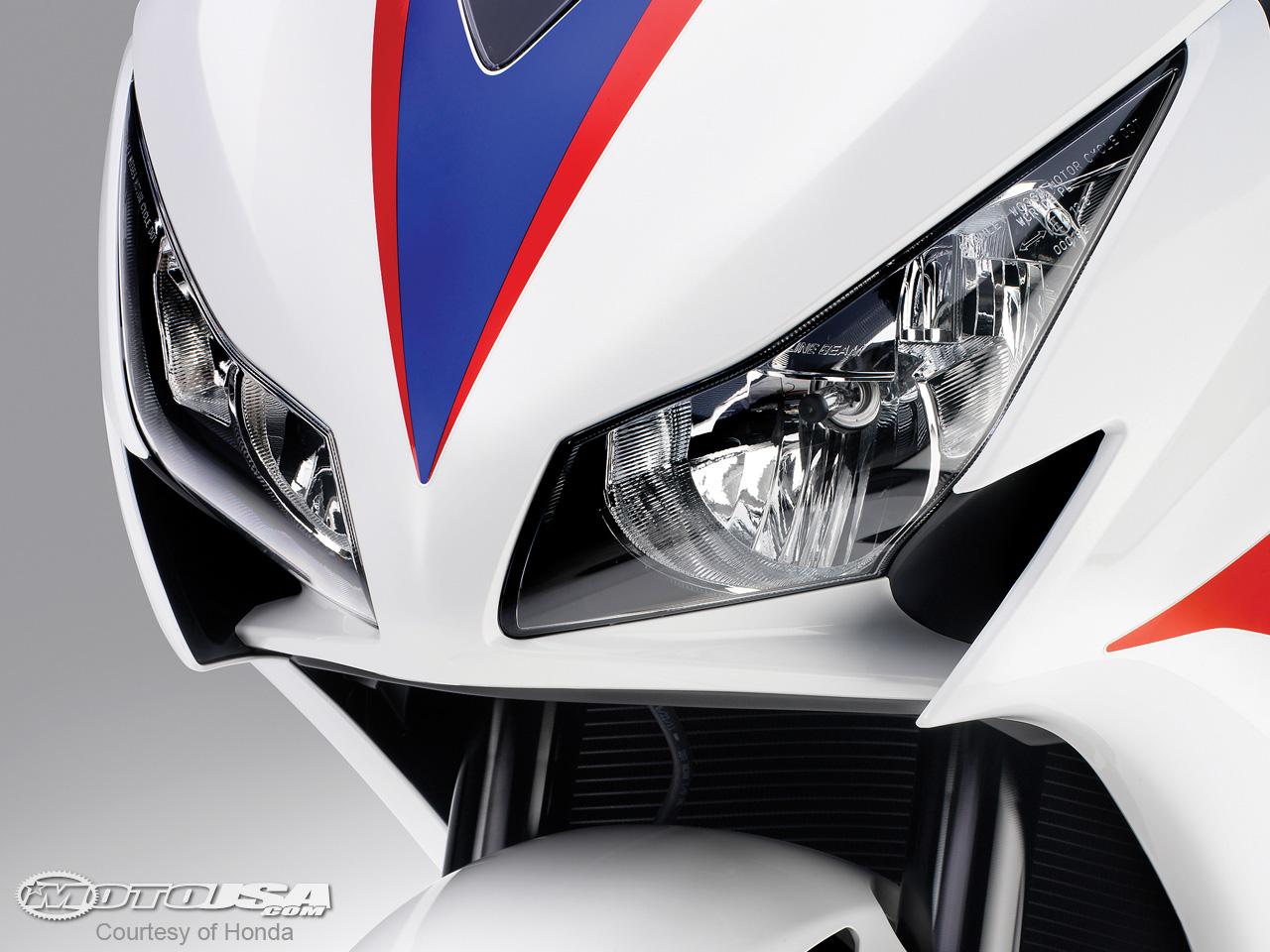 款本田CBR1000RR摩托车图片4