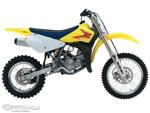 铃木RM85摩托车