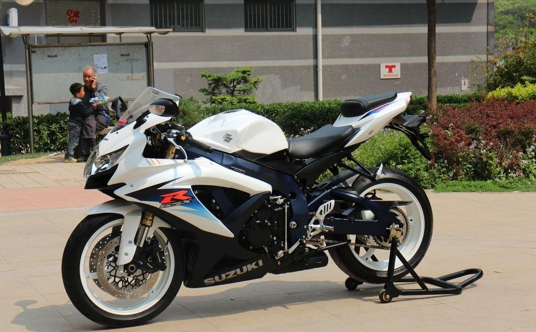 2010款纪念版铃木小R铃木GSX-600R 蓝色车架,白色邮箱 欧版带芯片 图片 1