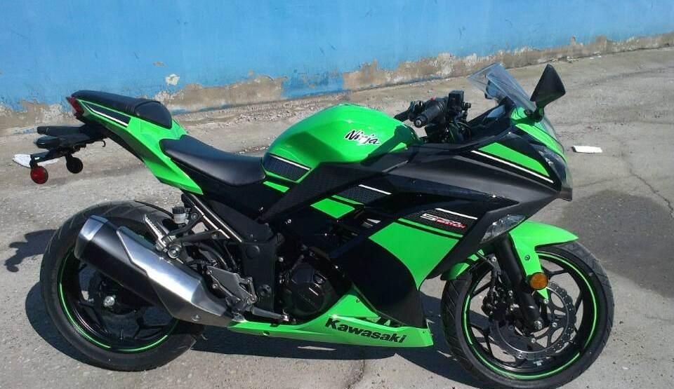 款川崎Ninja 250R摩托车图片3