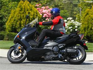 雅马哈TMax摩托车2011图片