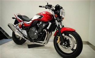 本田CB400摩托车
